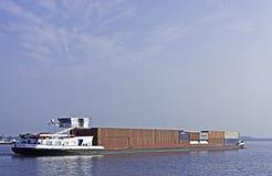 Liten förlagematare på sjön Fotografering för Bildbyråer