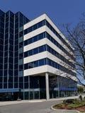 Liten förorts- kontorsbyggnad Fotografering för Bildbyråer