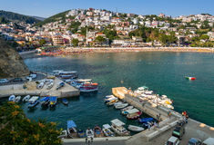 Liten fiskebåtmarina Ulcinj Montenegro Royaltyfria Bilder