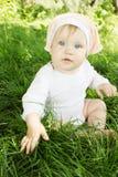 Flicka på gräs Royaltyfria Bilder