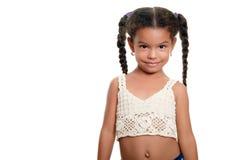 Liten flicka för gullig afrikansk amerikan som isoleras på en vit bakgrund Royaltyfri Bild