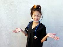 Liten flicka framtida läkarundersökning, professionell, Royaltyfria Foton