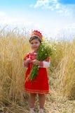 Liten flicka i de ryska nationella sundressna royaltyfri fotografi