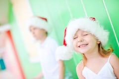 Liten flicka i den Santa hatten Royaltyfria Bilder