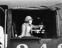 Liten flicka i en basker som kör ett drev (alla visade personer inte är längre uppehälle, och inget gods finns Leverantörgarantie Royaltyfri Fotografi