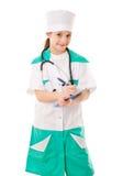 Liten flicka i en doktorsdräkt arkivbild