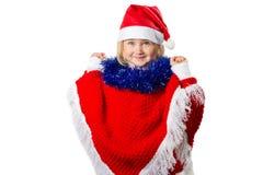 Liten flicka i en hatt Santa Claus på vit bakgrund Royaltyfria Foton