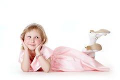 Liten flicka i en rosa klänning Arkivfoton