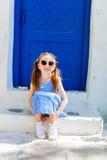 Liten flicka i Grekland Arkivfoto
