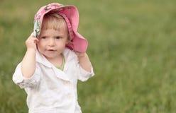 Liten flicka i hatt Arkivfoto
