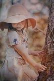 Liten flicka i hatt Arkivbild