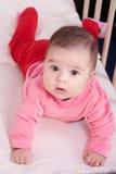 Liten flicka i hennes barnkammare Royaltyfri Foto