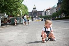 liten flicka i prague Royaltyfri Fotografi