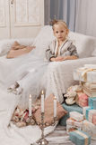 Liten flicka i prinsessakrona Arkivfoton