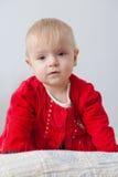 Liten flicka i röd klänning Arkivfoto