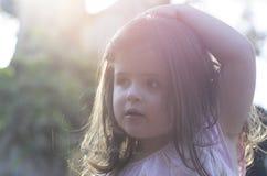 Liten flicka i solljuset Arkivbilder
