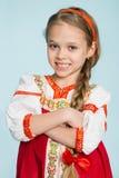 Liten flicka i traditionell rysk folkdräkt Fotografering för Bildbyråer