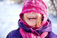 Liten flicka i vinter Arkivbild
