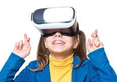 Liten flicka i VR-exponeringsglas Arkivfoto