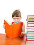 Liten flicka med böckerna Royaltyfri Fotografi