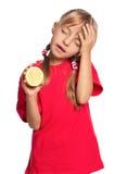 Liten flicka med citronen Arkivfoton