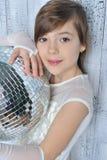 Liten flicka med disko klumpa ihop sig Royaltyfri Foto