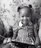 Liten flicka med dockan Royaltyfri Bild