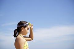 Liten flicka med dykningmaskeringen Royaltyfria Foton