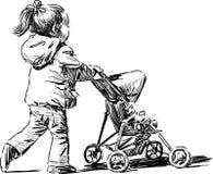 Liten flicka med en barnvagn Royaltyfri Bild