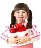 Liten flicka med en gåva på vitbakgrund arkivbild