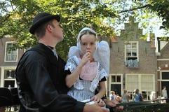 Liten flicka med en icecream Veere Nederländerna Royaltyfria Foton