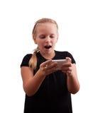 Liten flicka med en telefon Arkivfoto