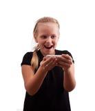 Liten flicka med en telefon Fotografering för Bildbyråer