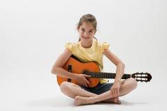 Liten flicka med gitarren Royaltyfria Foton