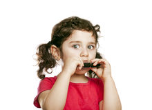 Liten flicka med harmonicaen fotografering för bildbyråer