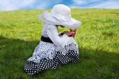 Liten flicka med hatten Fotografering för Bildbyråer