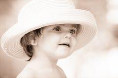 Liten flicka med hatten Arkivbilder