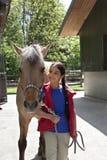 Liten flicka med henne favorit- häst royaltyfria bilder