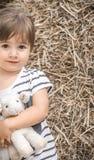 Liten flicka med leksaklammet Arkivfoton