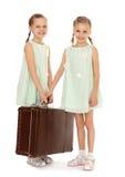 Liten flicka med resväskan Arkivbild