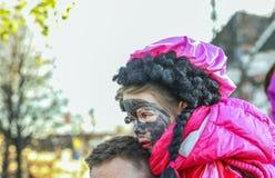 Liten flicka med svart målarfärg Royaltyfri Bild