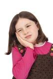 Liten flicka med tandvärk Arkivfoto
