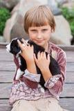 Liten flicka med valpen Arkivbilder