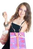 Liten flicka och gåva arkivfoto
