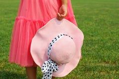 Liten flicka och hatt Arkivbilder