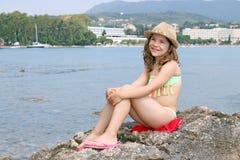 Liten flicka på den Korfu för sommarsemester ön arkivfoto