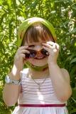 Liten flicka på en picknick Arkivfoto