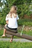 Liten flicka på en swing Arkivbild