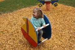 Liten flicka på lekplatsen Arkivfoto