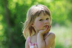 Liten flicka på naturen Royaltyfria Bilder